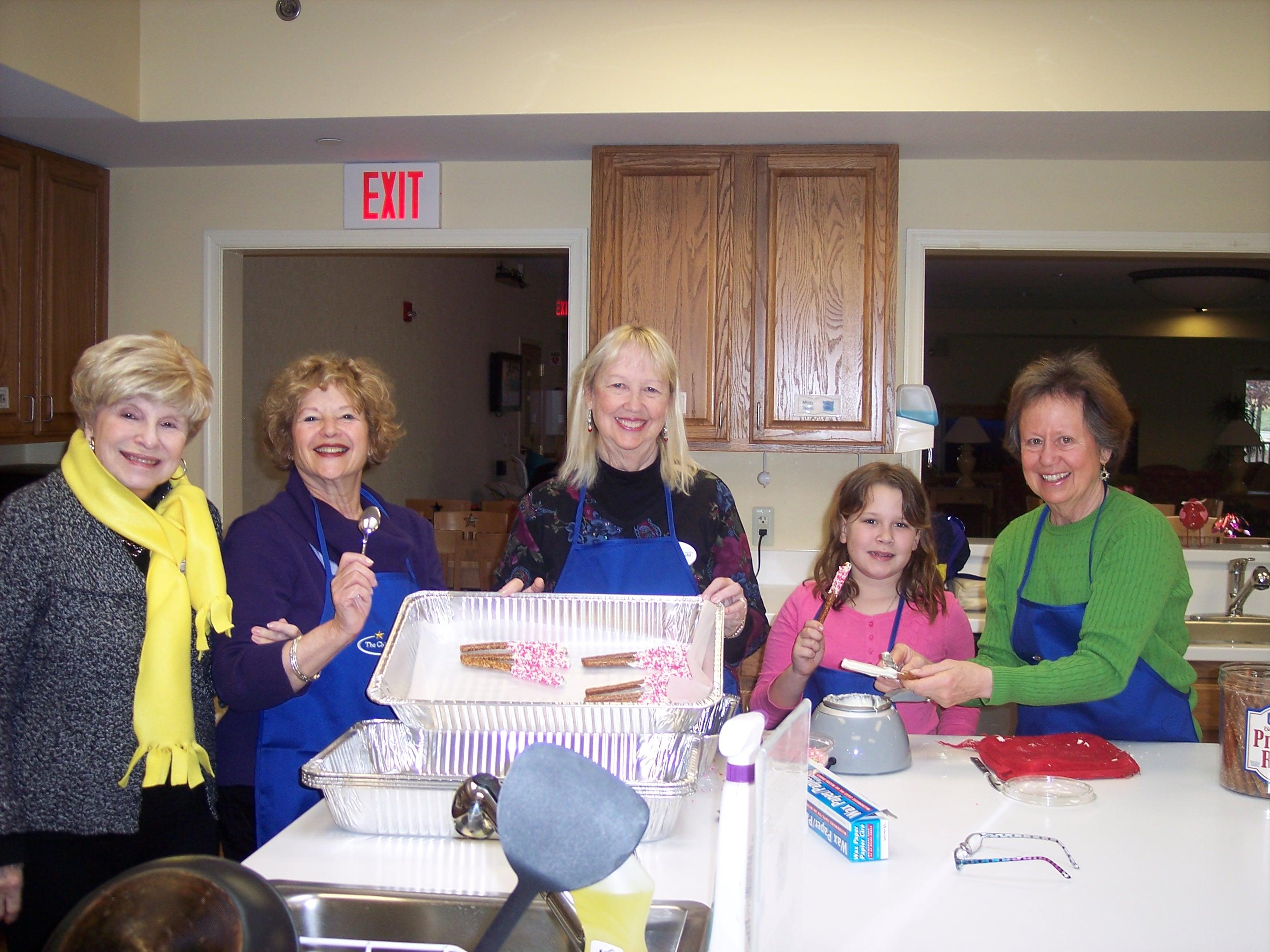 Volunteers making food