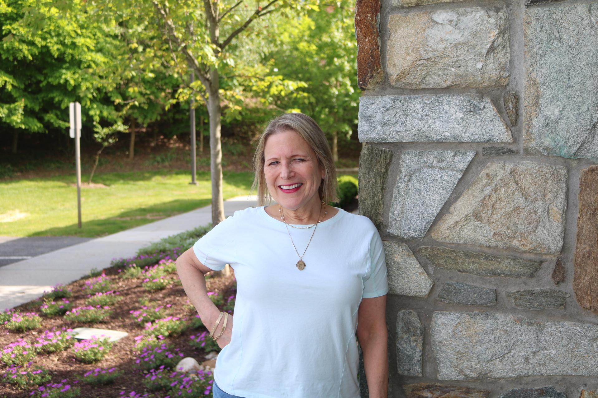Female Volunteer Patti Eanet