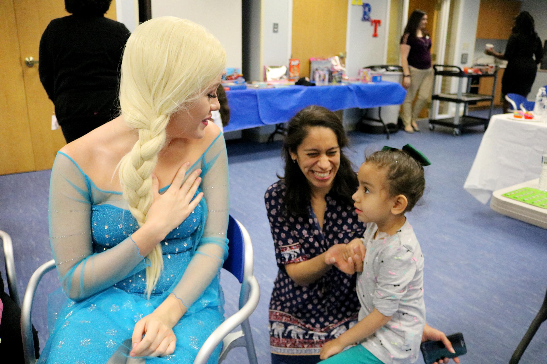 Luna and her mom Yury meet Elsa