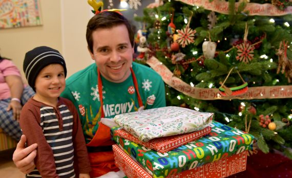 http://Volunteer%20and%20child%20during%20Christmas%20at%20The%20Inn